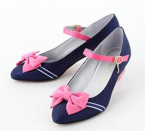 zapatos azul marino con moños rosas