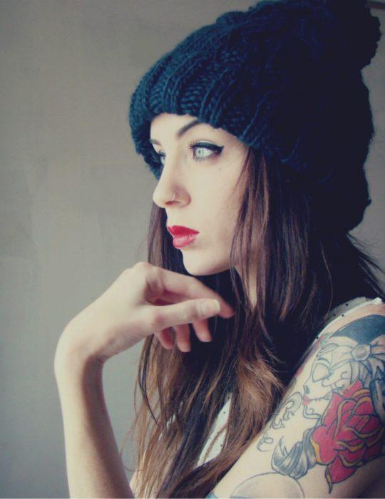 chica con tatuajes