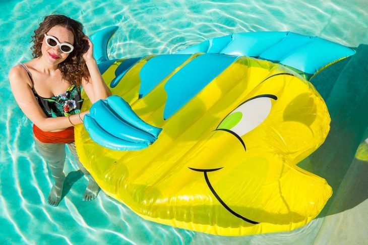 flotador de flounder pool party disney la sirenita the little mermaid