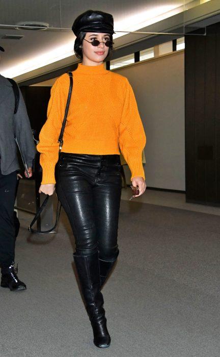 mujer pantalones nergos sudadera naranja