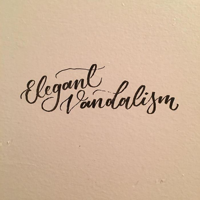 Cuaderno con notas escritas con una caligrafía perfecta