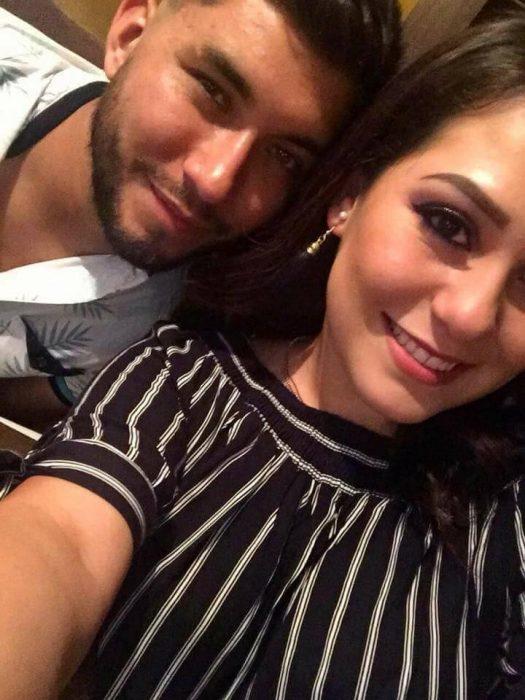 Chica y su novio juntos el día de su cumpleaños
