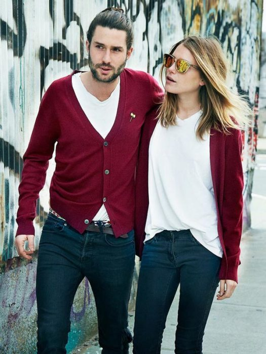 pareja de novios combinando outfits