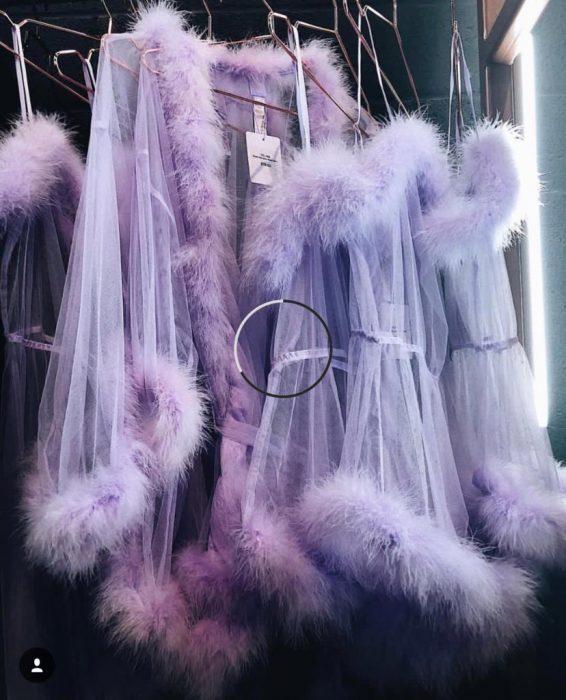 batas de color lila transparentes con peluche