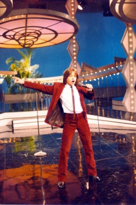 Luis Miguel cantando en Siempre en Domingo