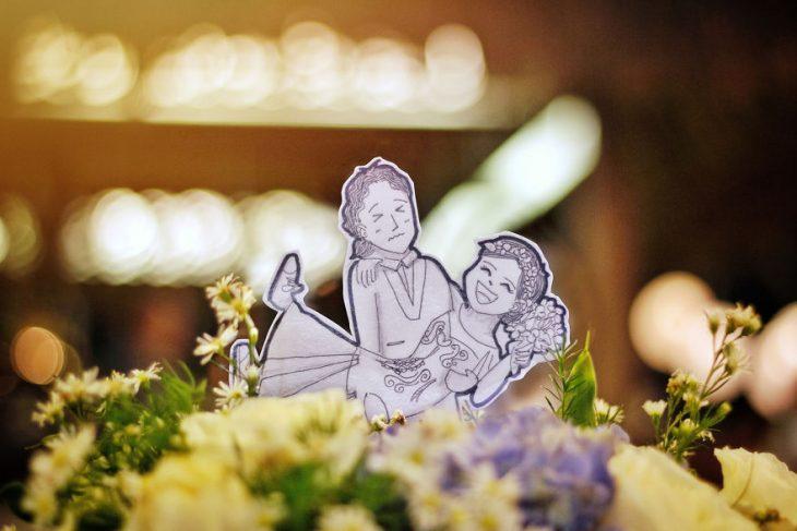 dibujo de pareja en un ramo de flores
