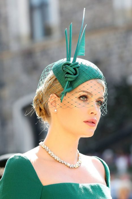 Lady Kitty Spencer usando un sombrero verde