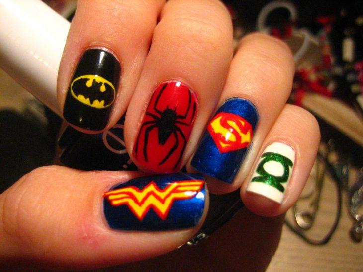 Uñas inspiradas en super héroes