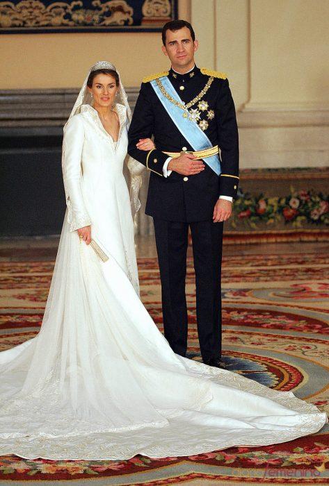 Pincesa Letizia y principe felipe el día de su boda