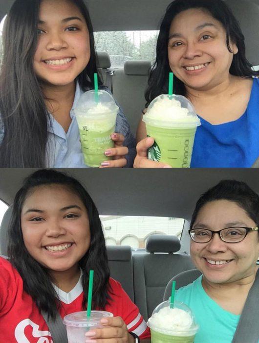 Chica tomandose una foto junto a su madre mientras disfrutan de una bebida