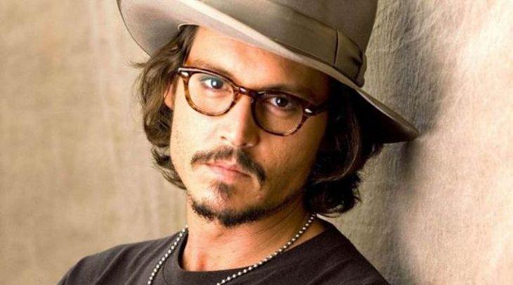 chico con sombrero y lentes