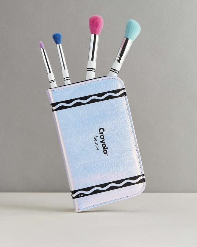 Crayola ha lanzado su nueva línea de maquillaje y nuestra niña ...