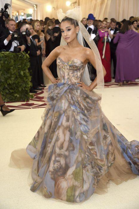 Ariana Grande en el met gala