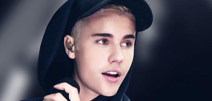 Justin Bieber con sudadera oscura y gorra deportiva negra