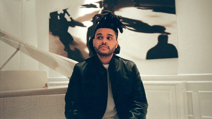 The Weeknd posando
