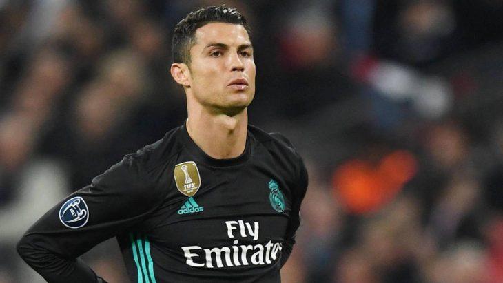 Cristiano Ronaldo con uniforme de fútbol