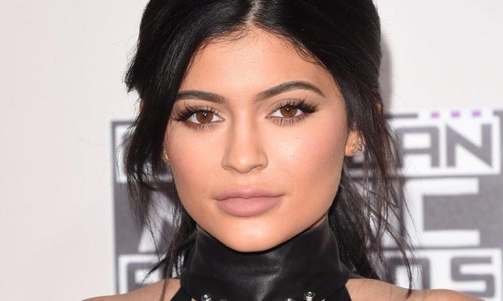Kylie Jenner con blusa halter