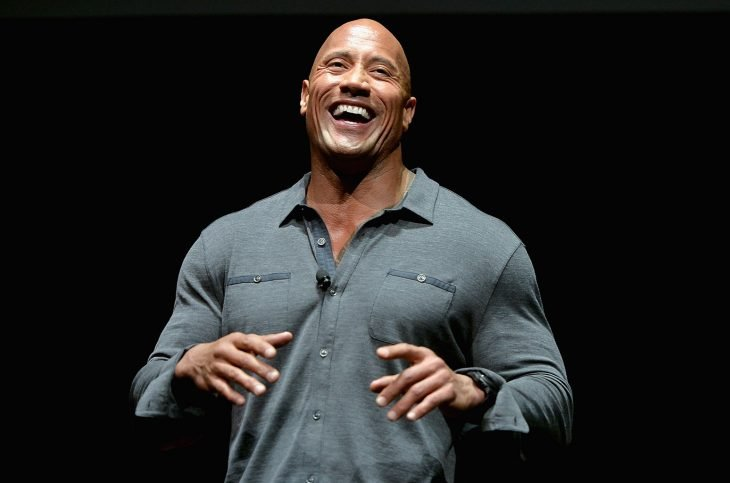Dwayne Johnson The Rock  sonriendo