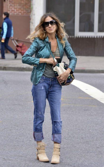 Sarah Jessica Parker caminando por la calle