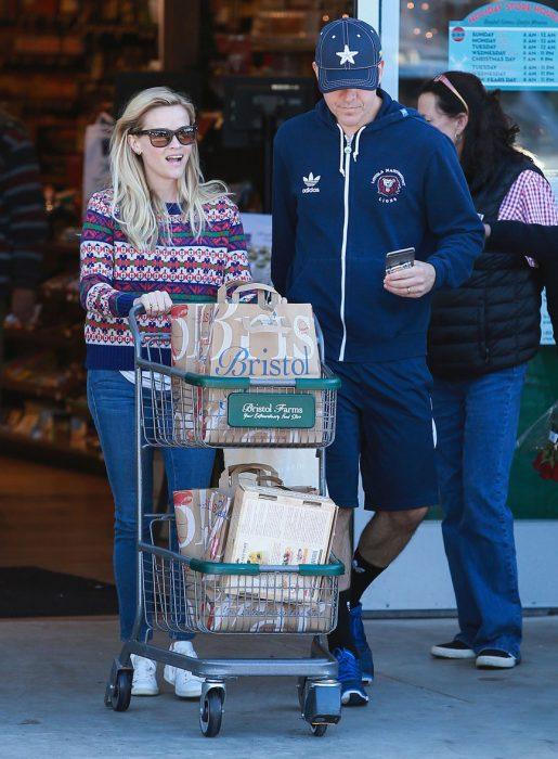 Reesee whiterspoon en el supermercado