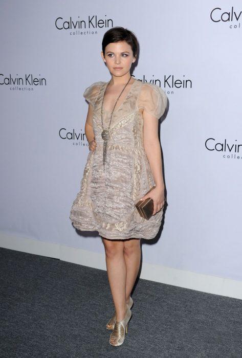Ginnifer Goodwin en la alfombra roja de Calvin Klein