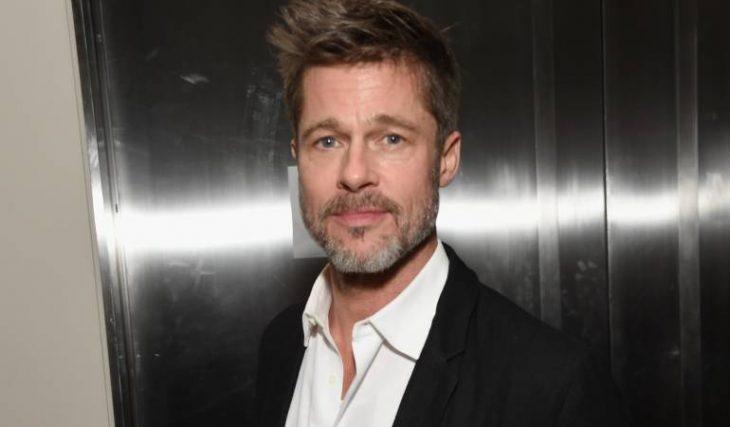Brad Pitt posando para una fotografía