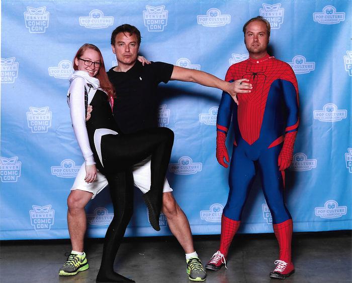 chico disfrazado de spider-man