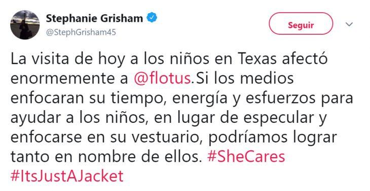 Mensaje de desaprobación en contra de la chaqueta de Melania en Twitter