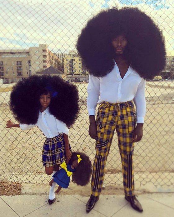 padre e hija usando ropa a cuadros