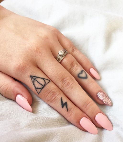 Tattoo of the relics of death on the finger