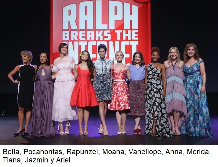 chicas usando vestidos de colores