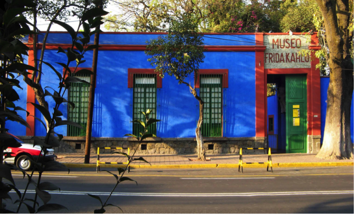 casa color azul museo de frida
