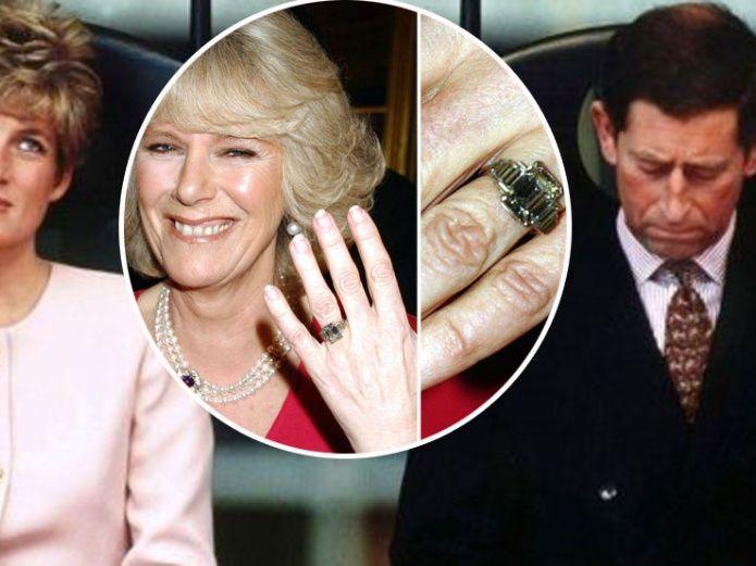 chica con anillo en mano
