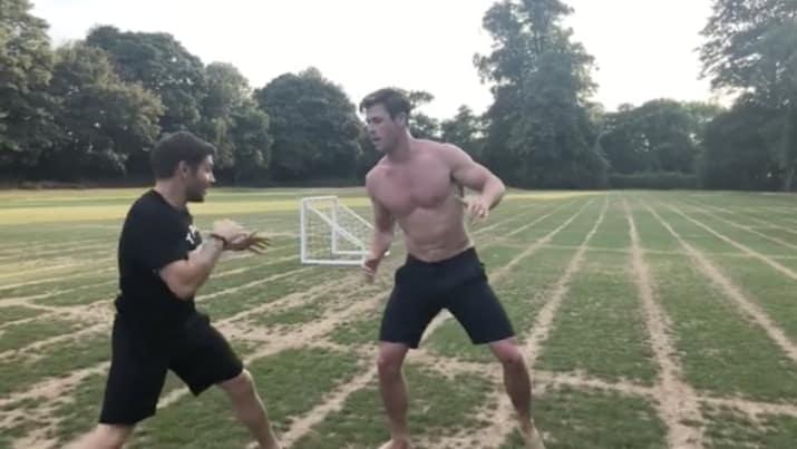 chicos entrenando box