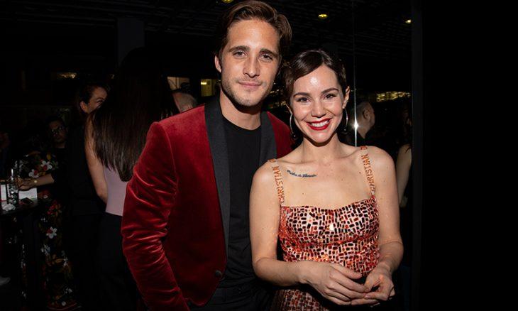 pareja usando ropa en color rojo