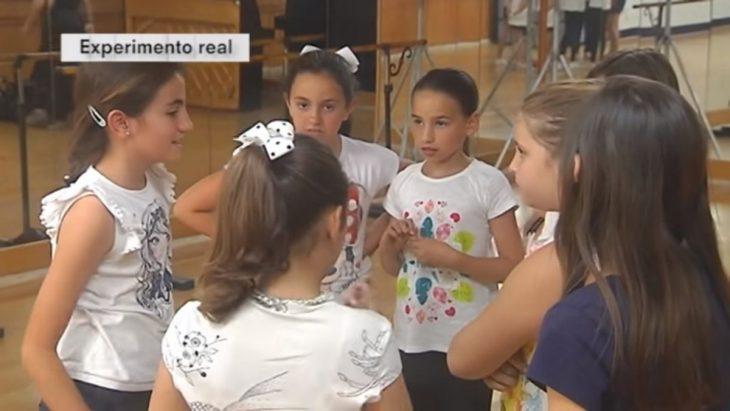 grupo de niñas platicando
