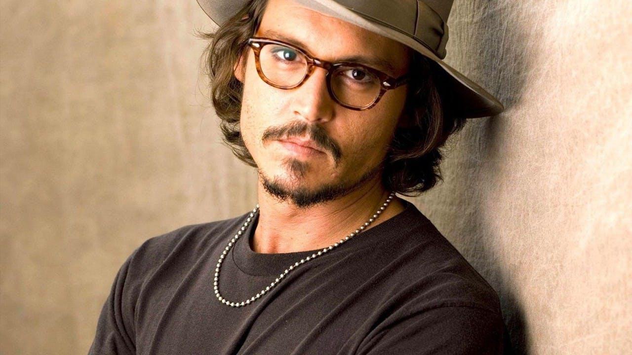 Johnny Depp posando para una fotografía