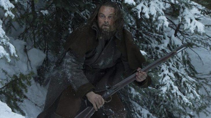 hombre bajo la nieve
