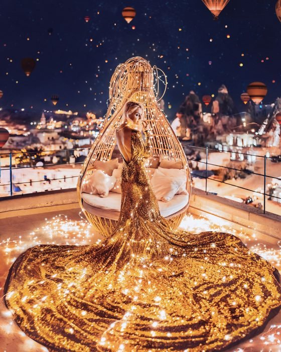 chica de dorado