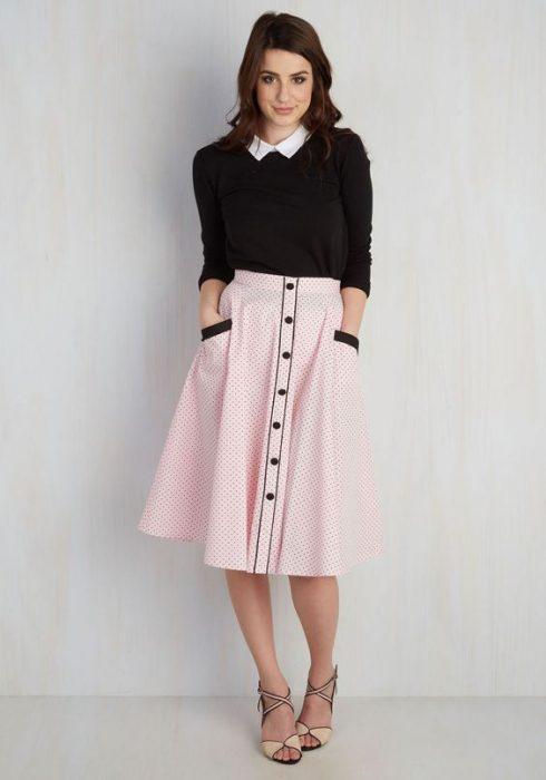 chica con falda larga