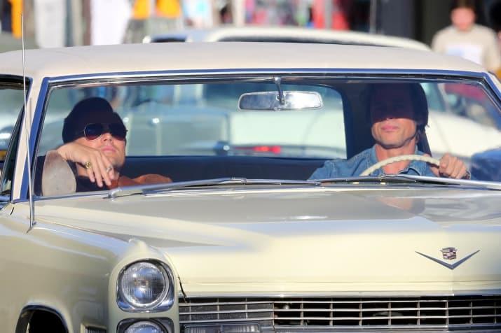 chicos en un auto