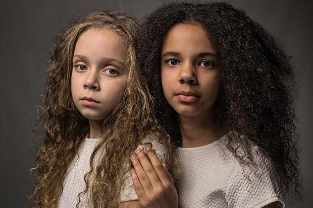 chicas con cabello rizado