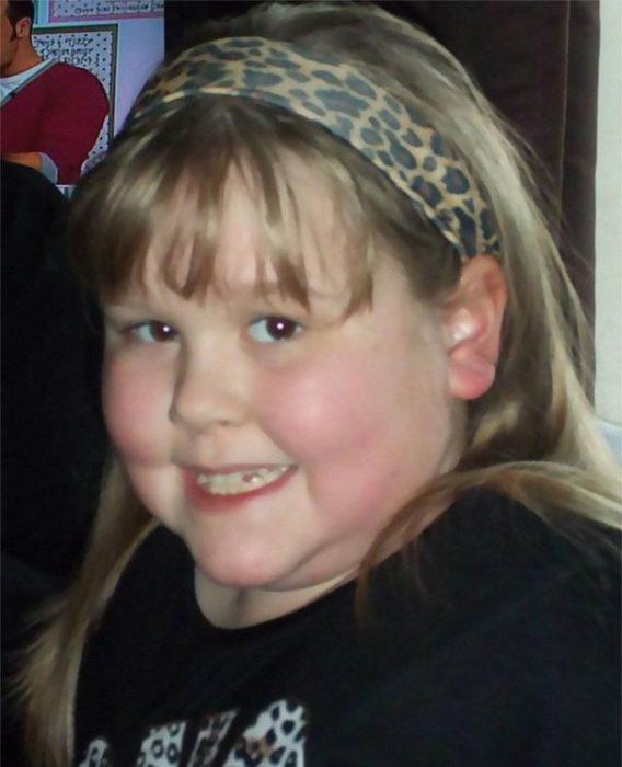 Niña de siete años llamada Chloe que sufrió de abusos durante años