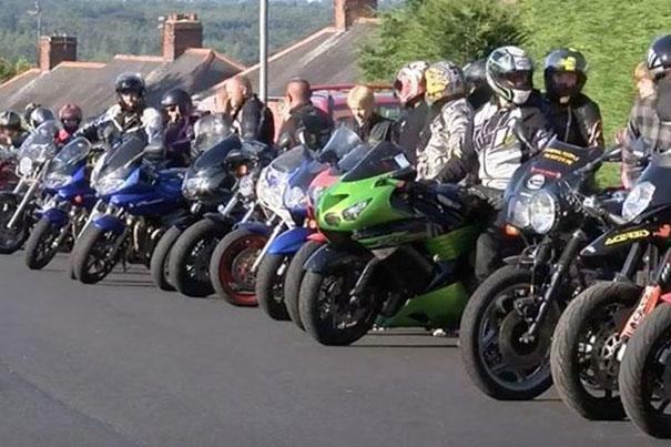 Niña sufrió bullying fue escoltada al baile por un grupo de motociclistas