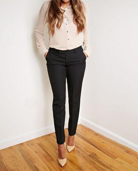 chica con pantalón negro
