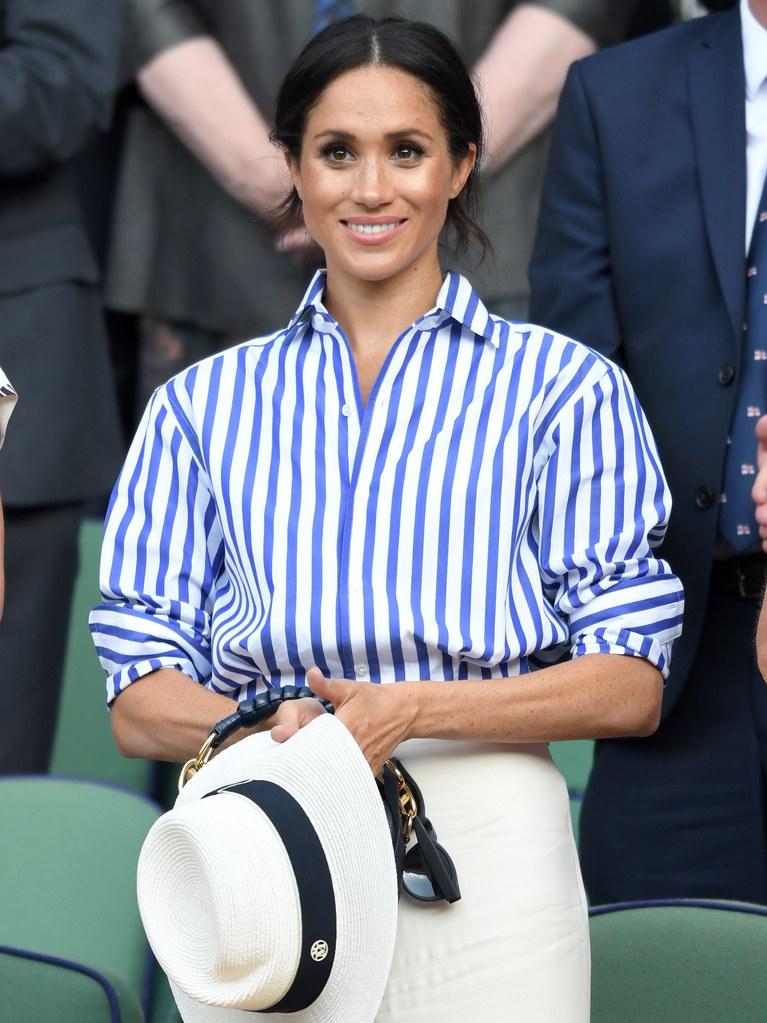 Meghan Markle usando un sombrero en wimbledon