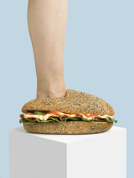 Zapatos creados en forma de sandwich
