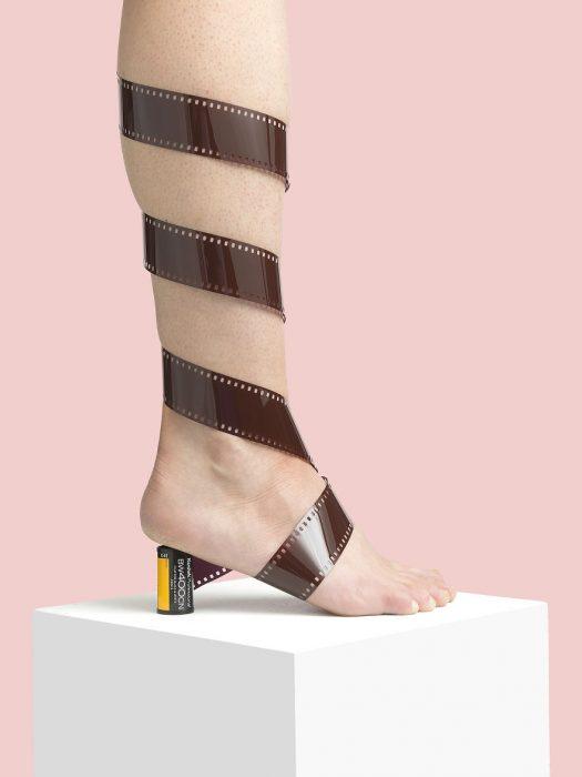 Zapatos creados con cinta de 34 ml