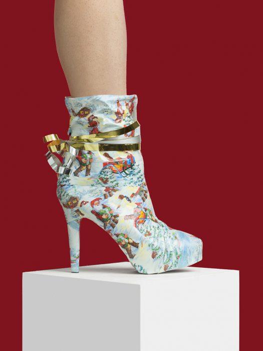 Zapatos creados con papel para regalo