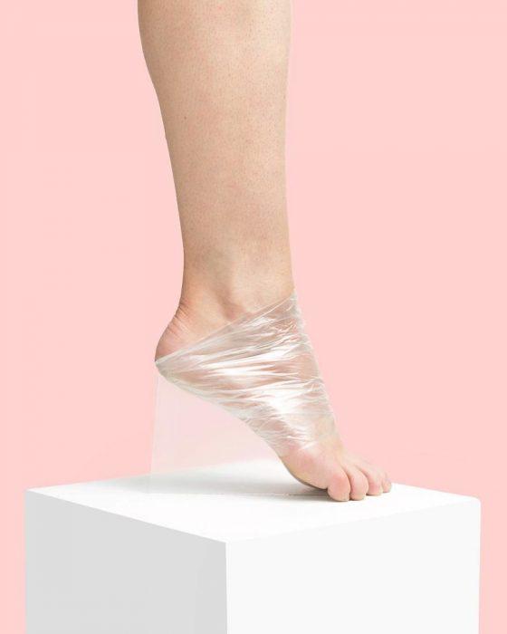 Zapatos creados con hule transparente